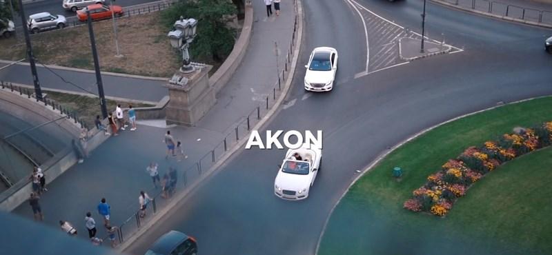 Akon is Budapesten van, luxusautóval furikázik