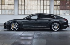 700 lóerő, biturbó V8 és zöld rendszám: itt a Porsche Panamera Turbo S E-Hybrid