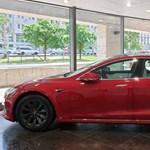 Jelentősen csökkent a Tesla vesztesége, de nem annyira, mint várták