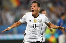 A Fenerbahcéban folytatja Mesut Özil