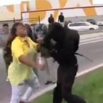 Videó: Anyja rángatta haza a zavargásra induló fiút Baltimore-ban