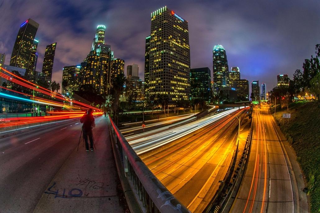 7 képei 0324-330 - 2014.03.23. Egyesült Államok, Los Angeles - Sunday traffic moves on Interstate Highway 110 at dusk through downtown of Los Angeles on March 23, 2014.