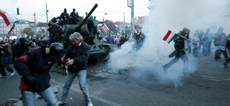 """""""Lángoktól ölelt"""" Budapest – a zavargások helyszínei 2006-ban"""