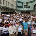 Leragasztott szájú újságírók tiltakoznak az al-dzsazírások ítélete ellen - galéria