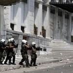 """""""A következő órák kulcsfontosságúak"""" - összecsapások Athénban"""