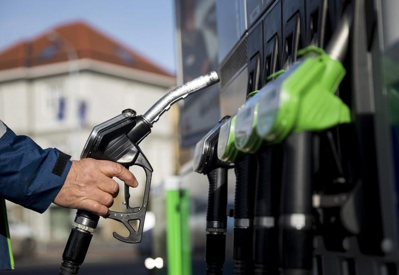 Los húngaros están enojados con la gasolina cara, pero no salen de sus autos