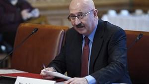 Surranópályán jutott az új alkotmánybíró a kádertemetőbe
