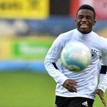 Álomszerződést kötött a Nike a német foci 14 éves, kameruni születésű wunderkindjével
