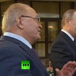 Maga Vlagyimir Putyin sietett egy bénázó gitáros segítségére – videó