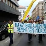 Pedagógusnapi tüntetés: utcára vonultak a tanárok