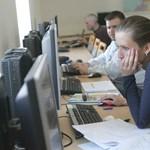 Összeollózott dolgozatok: több tízezer diák csal rendszeresen az egyetemen