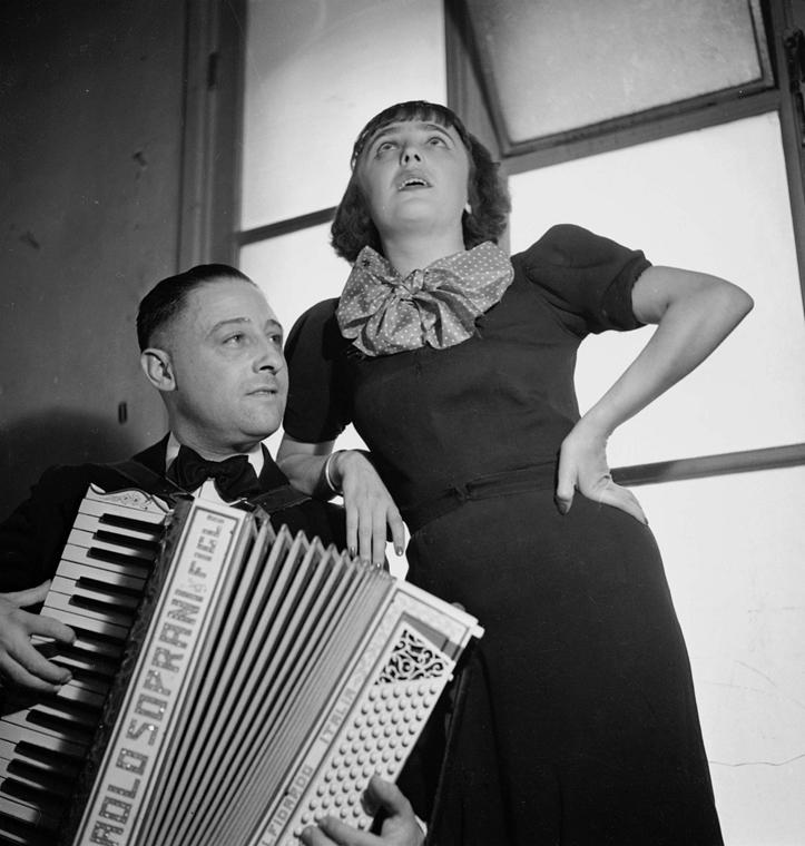 1936. - Edith Piaf és harmonikása, Juel - Edith Piaf