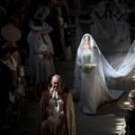 Brit sajtó: a királyi mennyegző a protokoll lazulását mutatta