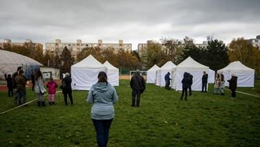Szlovákiában csaknem tízezer új fertőzöttet regisztráltak az országos tesztelés szombati napján