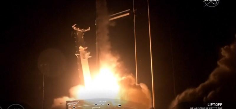 Csatlakozott a Nemzetközi Űrállomáshoz Elon Musk Sárkánya