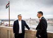 Lázár János beugrott Orbánhoz, és ha már ment, ajándékot is vitt