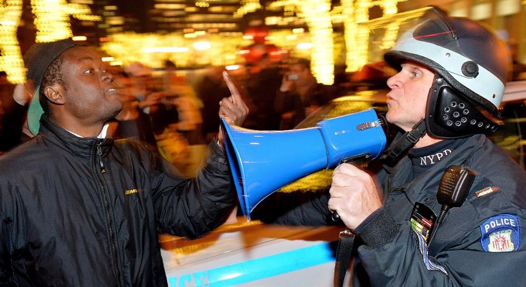 epa.14.12.04. - New York, USA: tüntetések Amerikában - New Yorkban is túlkapás volt: asztmás férfi halt meg egy rendőr miatt - zavargás, tüntetés, USA