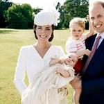 Még csak kilenc hónapos, de máris divatikon lett a brit Charlotte hercegnőből