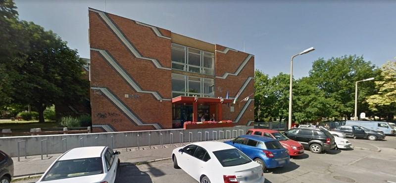 Hét osztályt hazaküldtek Pécsen egy iskolából egy fertőzött tanár miatt