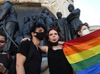 Az Európai Bizottság még egy jó ideig gondolkozik, lépjen-e a magyar homoszexuálisok védelmében