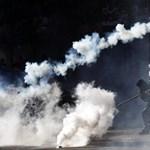 Könnygázt vetettek be a tüntető diákok ellen Chile fővárosában