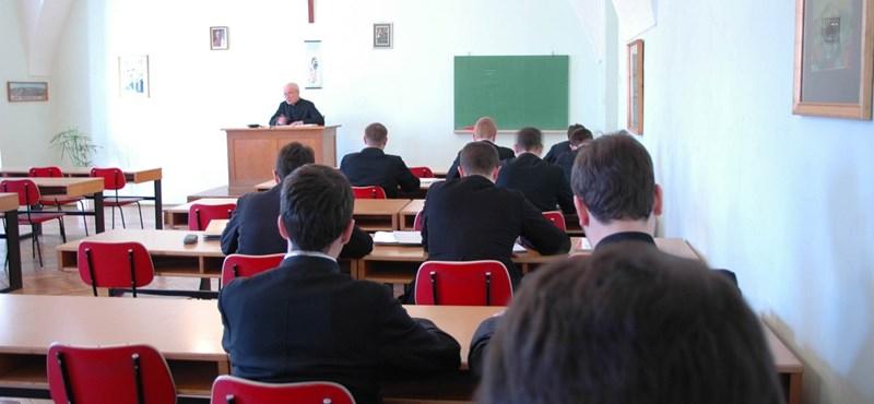 Újabb ötlet: szingli és elvált tanár ne oktathasson erkölcstant