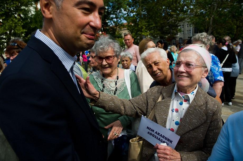 """Újpesti MSZP-tüntetés: """"Hát hol vannak a fiatalok?!"""" – Nagyítás-fotógaléria"""