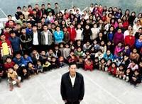 38 felesége, 89 gyereke és 36 unokája volt a férfinak, aki a világ legnagyobb családosaként halt meg