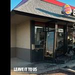 Olyan autósokkal reklámoz a Burger King, akik belehajtottak egy-egy éttermükbe