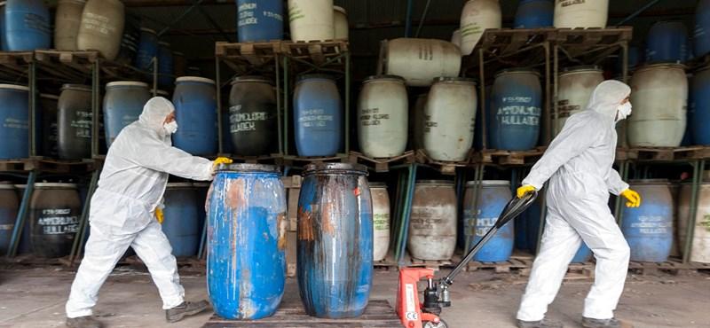 Veszélyes anyagokkal teli telepre bukkantak Kiskunhalasnál