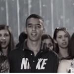 Hidegrázós videót készítettek a We Are The Worldből a roma fiatalok