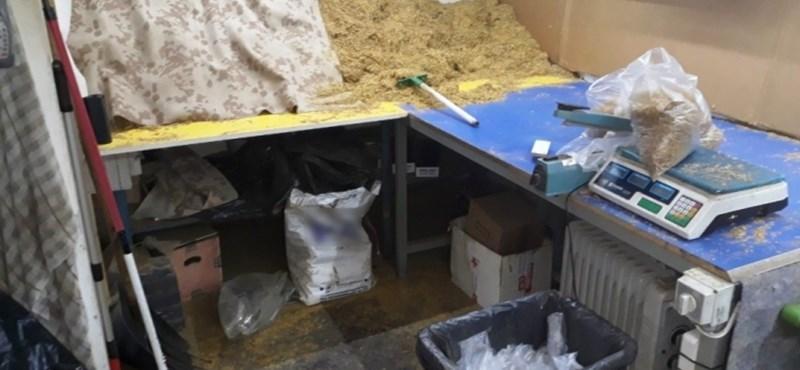 Közel 6,5 tonna dohányt foglaltak le Debrecenben
