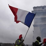 EU-s zászlós tankok Párizs utcáin - íme, a magyarázat