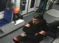 Fiatal fiút rabolt ki a villamoson, senki se vette észre
