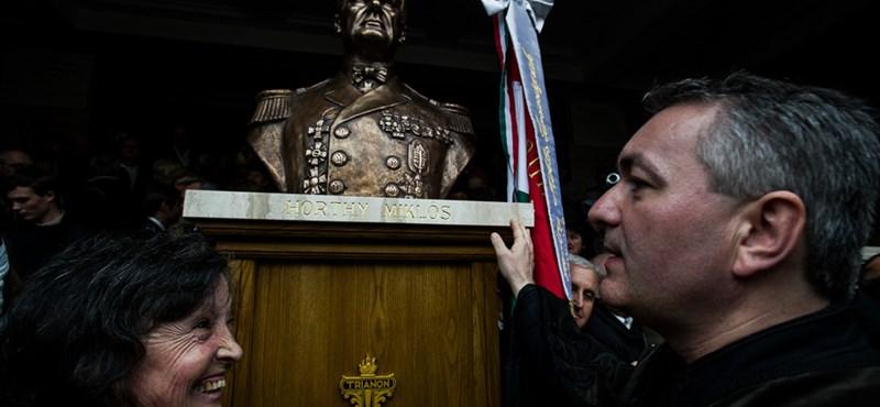 """Horthy-szobor: """"nem pártrendezvény volt"""", a Jobbik helyreigazítást kér"""