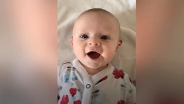 Ilyen a pillanat, amikor egy négy hónapos baba először hallja meg az anyja hangját