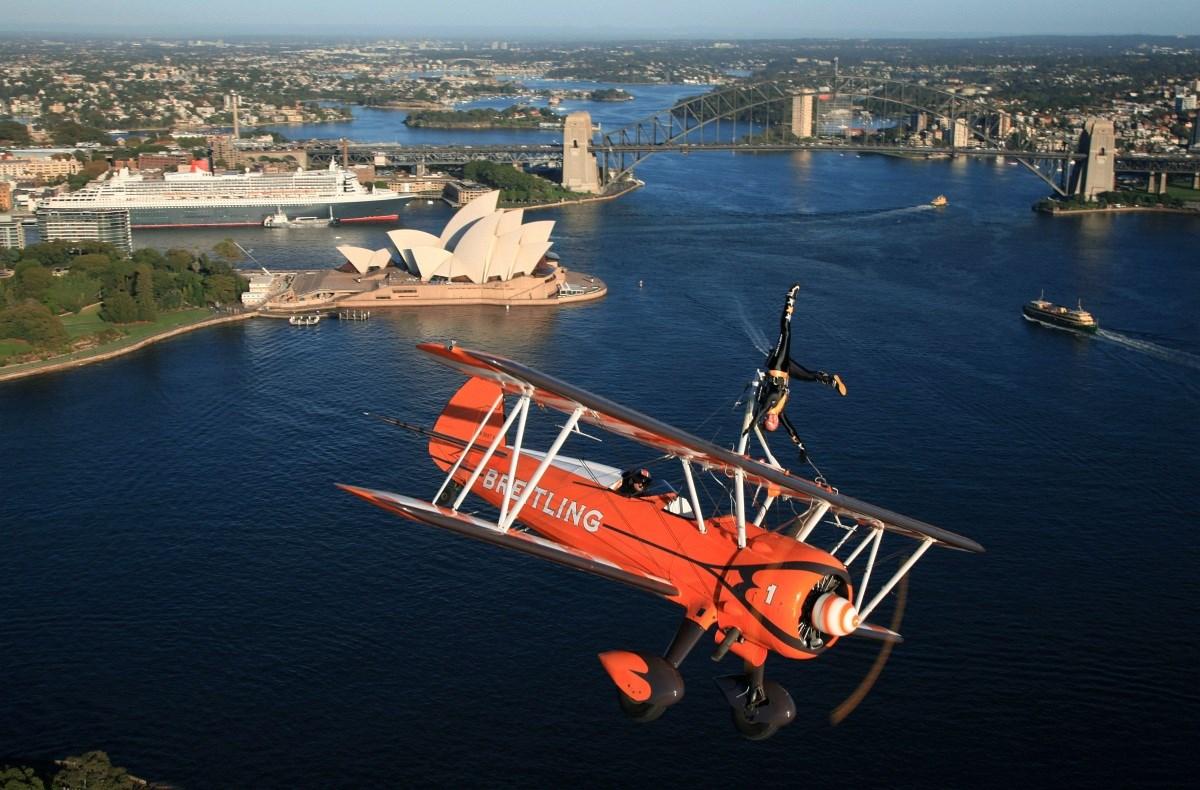 Fotó: hajmeresztő mutatványok Sydney felett