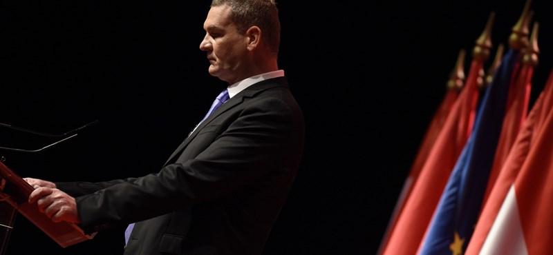 Nem engedi kimúlni a Fidesz a széthullóban levő MSZP-t