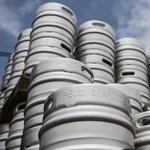 Ez lesz a nyár háborúja: a sör az üdítők ellen