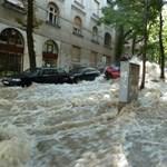 Csőtörés: a 4-es metró állomásán áll a víz