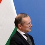 Állami kitüntetést kapott Szijjártótól a kirúgott francia nagykövet, aki kiállt Orbán mellett