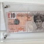 """A brit közgyűjteménybe került Banksy """"pénze"""""""