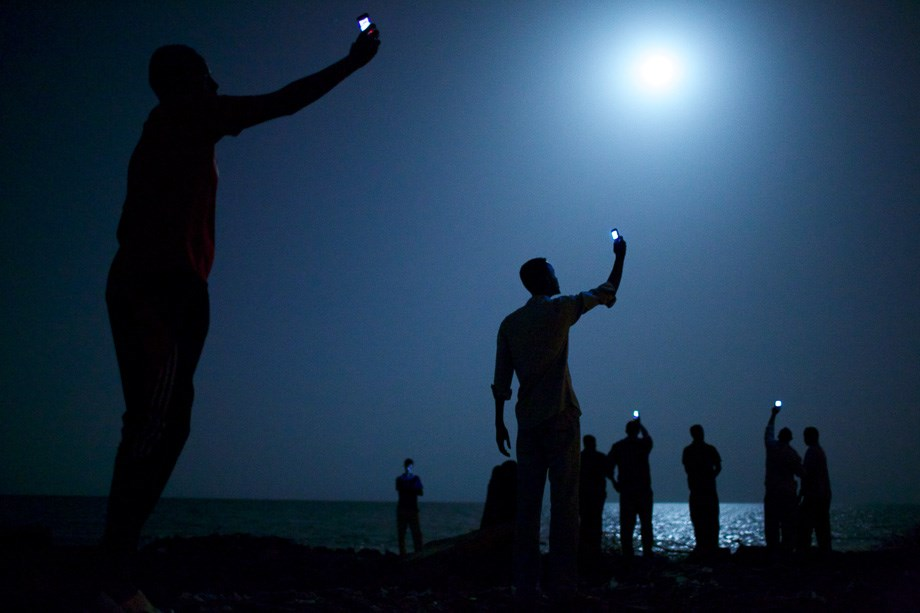 Térerőt keresnek az afrikai menekültek az év fotóján