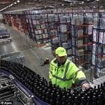Mindjárt alkoholba fulladnak a raktári dolgozók