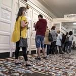 A kormány egészségügyi reformja: a beteg kipihentebb orvossal fog találkozni, csak győzze kivárni