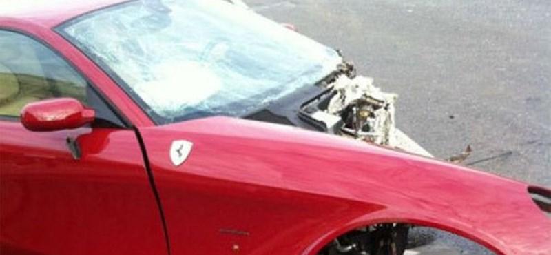 A nap hülyéje: nagy gázt ad és lezúzza a Ferrarit - videó