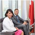Orbán Ráhelék bahreini fényképéről valaki remekül üzletel letelepedési kötvényekkel