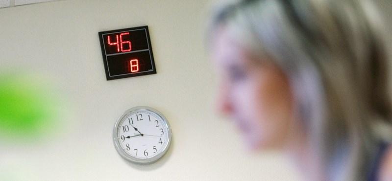 Annyit foglalkozik az ügyintézéssel, mint a gyerekeivel, és csak 7 órát alszik? Nem normális, de átlagos