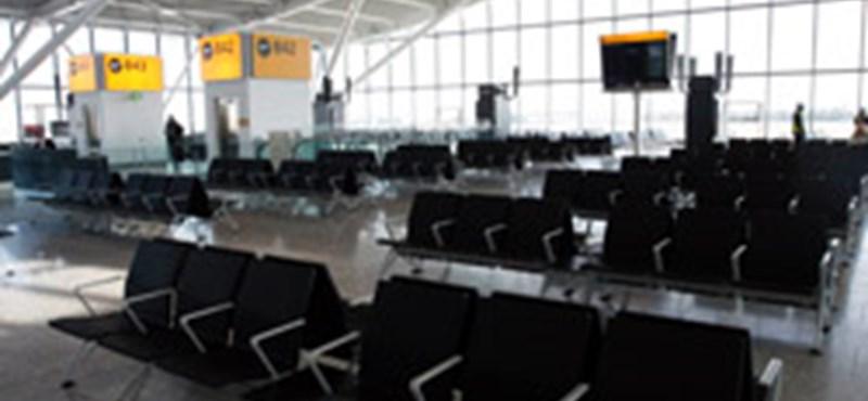 Fennakadások a Heathrow-n, budapesti járattörlés