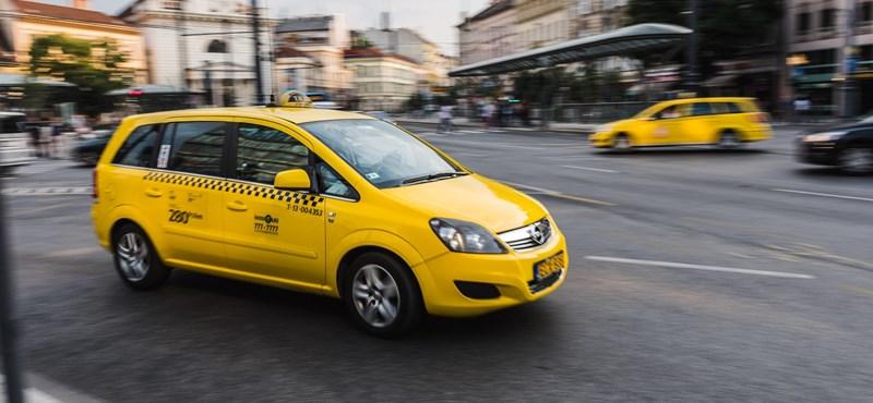 """Ez történik, ha egy taxis megnyomja a """"támadás"""" gombot"""